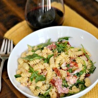 15-Minute Prosciutto & Goat Cheese Pasta with Barilla Pronto